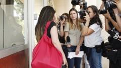Candidata que chegou atrasada conversa com os repórteres. Foto: Marcos Santos/USP Imagens