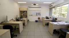 Vista interna de sala do Centro de Sismologia do Instituto de Astronomia, Geofísica e Ciências Atmosféricas (IAG). Foto: Marcos Santos / USP Imagens