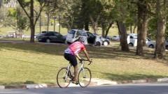Ciclista na Cidade Universitária. Foto: Marcos Santos/USP Imagens