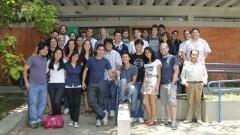 Grupo que desenvolveu projetos de inovação tecnológica em comunidades carentes. Foto: Marcos Santos/USP Imagens