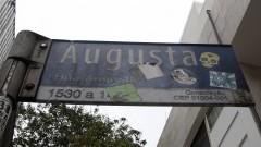 Placa de rua indicando a rua Augusta em São Paulo. Foto: Marcos Santos/USP Imagens