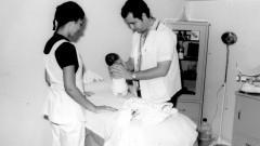 Equipe realiza atendimento médico de paciente bebê (primeiros anos) no HRAC – Hospital de Reabilitação de Anomalias Craniofaciais (Centrinho) em Bauru – SP. Foto: Arquivo HRAC