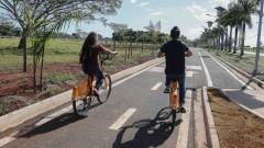 FZEA. Arthur Firmino de Macedo e Ana Carolina Almeida Silva. Ciclovia no Campus de Pirassununga. 2017/05/02 Foto: Marcos Santos/USP Imagens