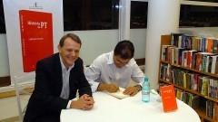"""André Singer e Lincoln Secco no lançamento do livro """"História do PT"""" Foto: Francisco Emolo/Jornal da USP"""