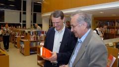 """André Singer e Plinio Martins Filho no lançamento do livro """"História do PT"""" de Lincoln Secco. Foto: Francisco Emolo/Jornal da USP"""
