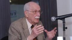 Antonio Candido no seminário acadêmico, falando sobre Sérgio Buarque de Holanda. Foto: Francisco Emolo/Jornal da USP