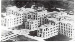Vista aérea (194?) do conjunto de prédios da Faculdade de Medicina (FMUSP), antes da construção do Hospital das Clínicas (HC-FMUSP). Foto: Acervo CAPH / FFLCH