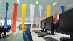 Biblioteca ganha painel decorativo em lycra. Foto: Gabriel Almeida/ EACH