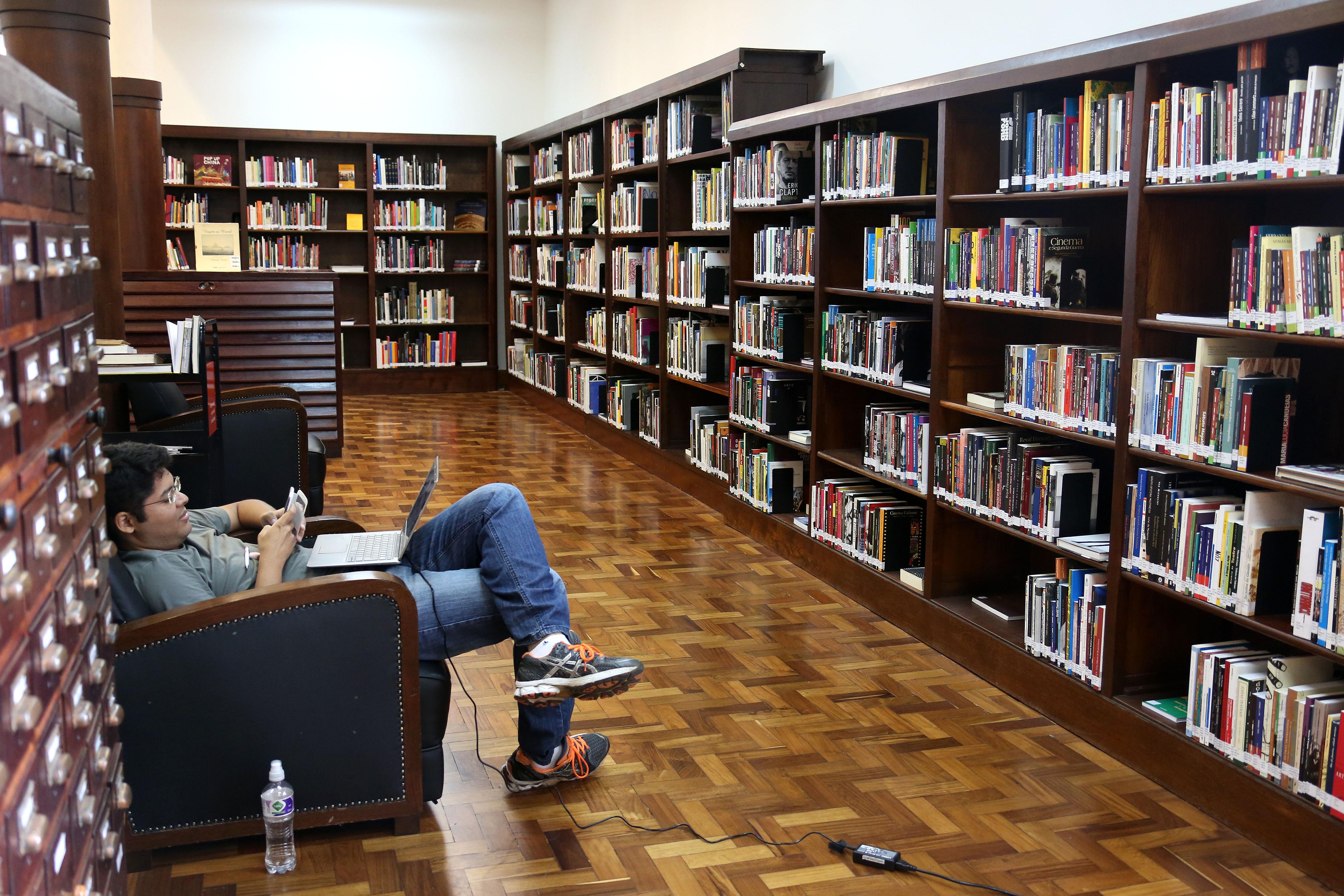 Biblioteca M Rio De Andrade Usp Imagens Banco De Imagens Da Usp -> Sala De Tv E Biblioteca