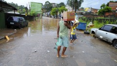 reg. 048-16 Enchente na Zona Leste. Rua Joaquim Meira de Siqueira, na zona leste alagada após chuvas.  24/02/2016 Foto Marcos Santos/Jornal da USP