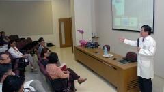 Claudio Sakurada no 1º Workshop Internacional de Cuidados Paliativos no HU/USP. Crédito: Francisco Emolo/Jornal da USP