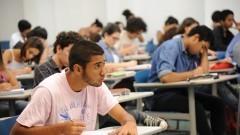 Detalhe de alunos do cursinho da Poli durante aula em sala da Escola Politécnica (Poli). Foto: Cecília Bastos/Jornal USP