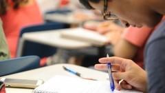 Detalhe de aluno do cursinho da Poli durante aula em sala da Escola Politécnica (Poli). Foto: Cecília Bastos/Jornal USP