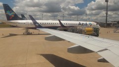 Aviões no aeroporto. Foto: Marcos Santos/USP Imagens