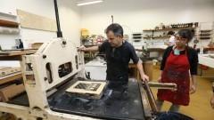 Detalhe da aula de litografia no Departamento de Artes Plásticas da Escola de Comunicação e Artes (ECA). Foto: Cecília Bastos/Jornal USP