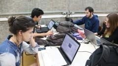 Detalhe de alunos de arquitetura durante aula na Faculdade de Arquitetura e Urbanismo (FAU). Foto: Cecília Bastos/Jornal USP