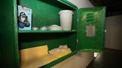 Detalhe de armário com itens de segurança. Iniciativa quer estimular cultura de segurança em laboratórios da Faculdade de Ciências Farmacêuticas (FCF). Foto: Marcos Santos/USP Imagens