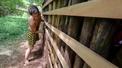 Thiago Shaffer Carvalho trabalha na construção da Casa de Cultura Indígena. IP - Instituto de Psicologia. 2017/02/14 Foto: Marcos Santos/USP Imagens