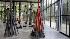 32ª Bienal de São Paulo - Incerteza Viva. Conjunto de esculturas apelidadas de Gordinhos, Bailarinas e Coqueiros, de Frans Krajcberg. 2016/09/05 Foto: Marcos Santos/USP Imagens