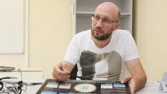 Professor Marcelo Gameiro Munhoz do Instituto de Física (IFUSP) fala sobre o protótipo do Chip Sampa. Foto: Marcos Santos/USP Imagens