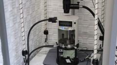 Microscópio de força atômica e tunelamento: com ele é possível visualizar e manipular objetos de dimensões nanométricas (cem mil vezes menores que a espessura de um fio de cabelo). Foto: Pedro Bolle / USP Imagens