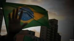 Manifestantes seguram bandeira do Brasil. George Campos / USP Imagens