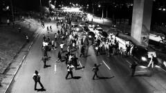 Manifestante iniciam a interdição da Marginal Pinheiros. George Campos / USP Imagens