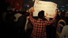 """Manifestante com cartaz """"Vem pra rua, por que a rua é a maior arquibancada do Brasil. George Campos / USP Imagens"""