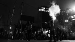 Manifestante solta fogos na Av. Luis Carlos Berrini. George Campos / USP Imagens