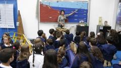 reg. 105-16 IO. Rose Araújo conversa com as crianças que visitam o Instituto Oceanográfico - IOUSP. 27/04/2016 Foto: Marcos Santos