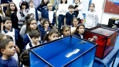 eg. 105-16 IO. Crianças que visitam o Instituto Oceanográfico - IOUSP e acompanham os experimentos. 27/04/2016 Foto: Marcos Santos