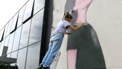 Ju Violeta finaliza pintura, a convite da ONU Mulheres painel na Semana de arte HeForShe no Espaço das Artes, atigo prédio do MAC na cidade Universitária. 2017/03/08 Foto: Marcos Santos/USP Imagens