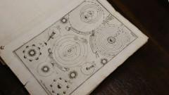 IAG. 21ª Semana de Arte e Cultura. Professor Eder Cassola Molina mostra livro raro da biblioteca do IAG. Títutlo: Instrução sobre os corpos celestes, principalmente sobre os cometas. 2016/09/15 Foto: Marcos Santos/USP Imagens