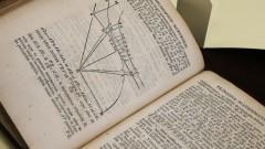 IAG. 21ª Semana de Arte e Cultura. Livros raros do IAG. Detalhe do livro Os Princípios Matemáticos da Filosofia Natural de Isaac Newton. 2016/09/15 Foto: Marcos Santos/USP Imagens