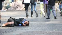 Mendigo ou morador de rua na Praça da Sé. Reg. 230-16 - foto Cecília Bastos/Usp Imagens