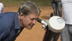 reg. 121-16 IAG. Minieclipse: público acompanha a passagem de Mercúrio com orientação de astrônomos. Rubens bars Júnior participa da observação ao planeta Mercúrio 09/05/2016 Foto: Marcos Santos/USP Imagens