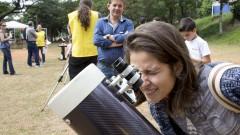reg. 121-16 IAG. Minieclipse: público acompanha a passagem de Mercúrio com orientação de astrônomos. Marina Ribeiro Correia participa da observação ao planeta Mercúrio 09/05/2016 Foto: Marcos Santos/USP Imagens