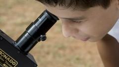 reg. 121-16 IAG. Minieclipse: público acompanha a passagem de Mercúrio com orientação de astrônomos. Victor participa da observação ao planeta Mercúrio 09/05/2016 Foto: Marcos Santos/USP Imagens