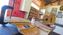 Projeto da ESALQ ensina a fabricação de violão com custo acessível. Foto: Roberto Amaral/ACOM ESALQ