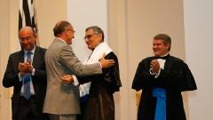 O governador de São Paulo, Geraldo Alckmin saúda os novos Reitor e Vice-Reitor da USP Vahan Agopyan e Antonio Carlos Hernandes. Foto: Cecília Bastos/USP Imagem