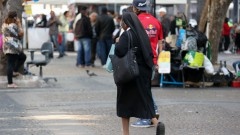 Pessoas na Praça da Sé. Reg. 230-16 - foto Cecília Bastos/Usp Imagem