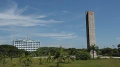 Vista geral da Praça e Torre do Relógio com o prédio da Reitoria ao fundo. Foto: Cecília Bastos / Jornal da USP