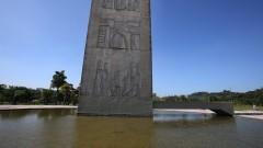 Vista de parte da torre da Praça do Relógio com o espelho d'água. Foto: Marcos Santos/USP Imagens