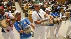 """ALESP. Dia Nacional do Samba. Memória do Samba Paulista. Integrantes do """"Projeto Vai Cuíca"""" fazem homenagem à Osvaldinho da Cuica.  2016/11/02 Foto: Marcos Santos/USP Imagens"""