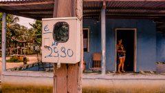 Identificação numerica na caixa de luz em Casa urbana localizada na cidade de Cruzeiro do Sul no estado do Acre. Foto: Cecília Bastos/USP Imagem