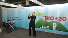 Cúpula da Terra Rio+20. Apresentação do professor Eduardo Coutinho. Foto: Cecília Bastos/Jornal da USP