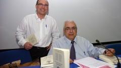 Roberto Castro e Jean Lauand  no lançamento do livro Filosofia e Educação_ Universidade. Foto: Cecília Bastos/Jornal da USP