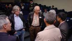 Ildo Sauer e Adolpho Melfi com palestrantes. Foto: Francisco Emolo / Jornal da USP