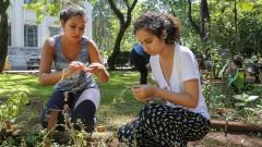 Stefani de Araújo Lima Silva e Inamara Viana. FSP - Faculdade de Saúde Pública. Mutirão da horta. 2017/02/23 Foto: Marcos Santos/USP Imagens