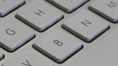 Informática. Detalhe de um teclado de computador. Foto: Marcos Santos/USP Imagens